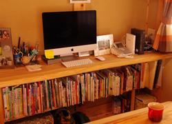 カウンター下の本棚